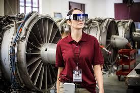 Kính thực tế tăng cường Daqri trong sửa chữa bảo dưỡng động cơ máy bay